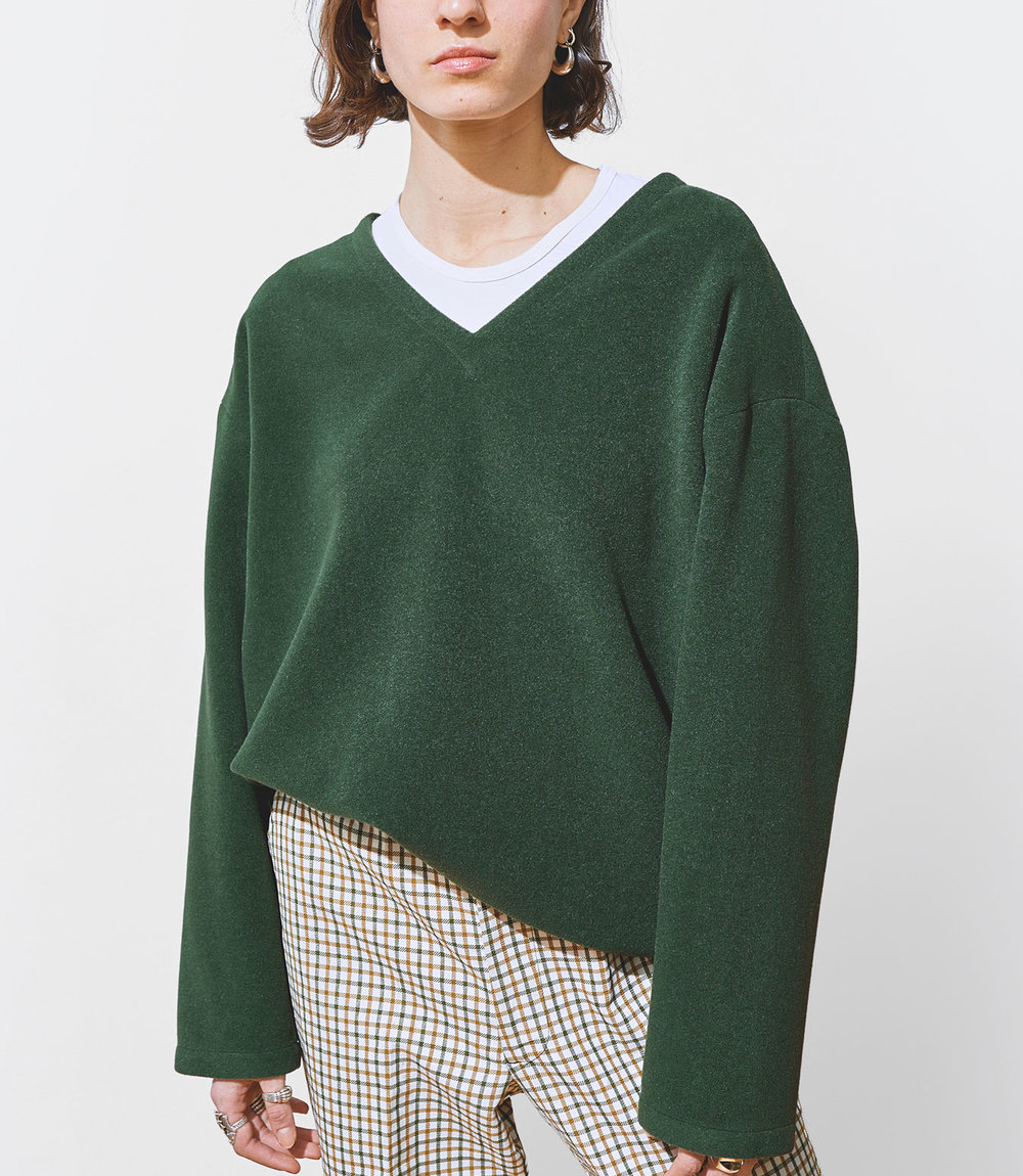 Stella Wears One DNA Wool Cashmere Top with V-neck in Green