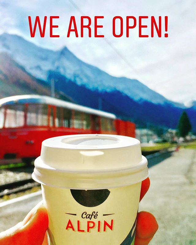 Looking for a good coffee? ☕️We are here for you à la Gare de Montenvers au pied du Mont Blanc ❗️🏔🚙 #montenvers #cafealpin #merdeglace #montblancnaturalresort #chamonixmontblanc #cappucino #coffee #hotchocolate