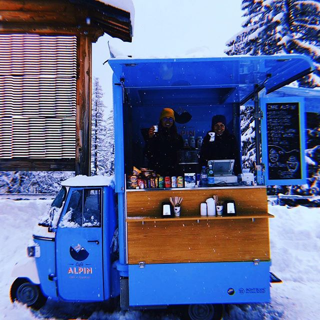Let it snow, let it snow... ❄️❄️❄️ Enjoy skiing with Café Alpin ☕️⛷#cafealpin #chamonixmontblanc #montblancnaturalresort #freshsnow #italiancoffee #brevent #grandsmontets #montenvers