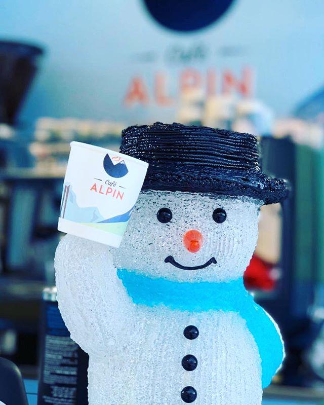 Frosty the Snowman ❄️ ⛄️ Bonhomme de neige @cafealpin #montenvers #montenversmerdeglace #merdeglace #chamonix #cafe #cafealpin #espresso #coffeetime #keepsmiling