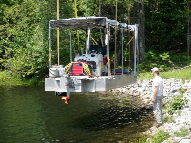 Survey-vessel-entering-the-water.jpg