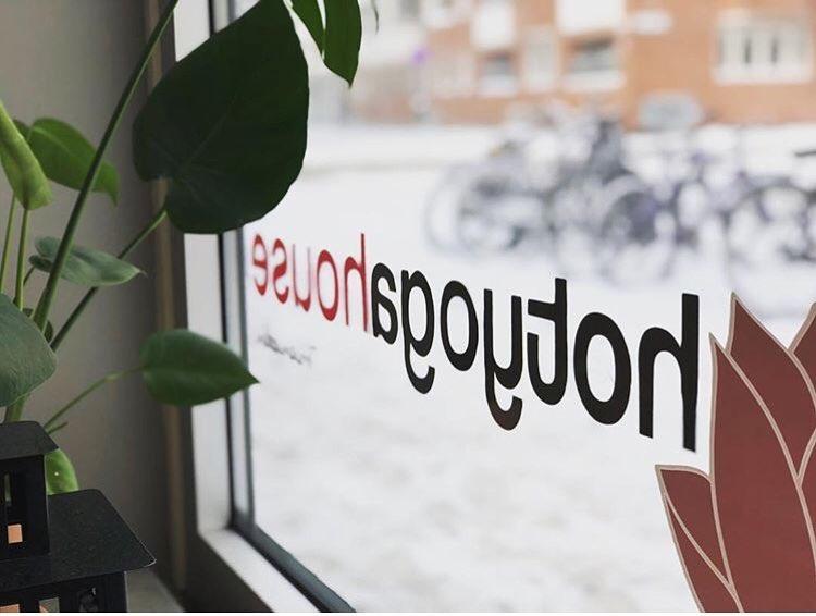 yin-yoga-teacher-training-in-sweden-studio.png