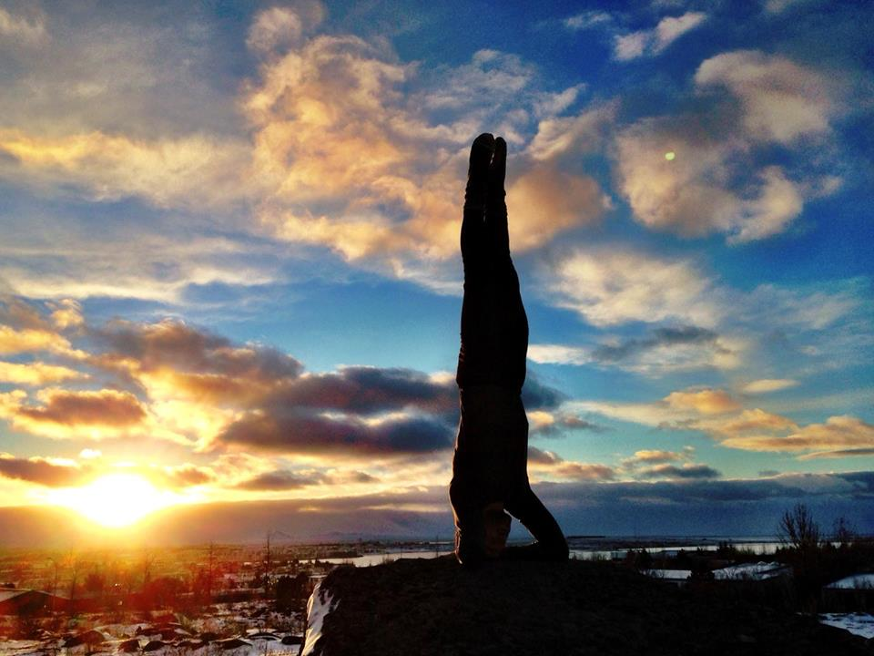yin-yoga-teacher-training-sweden-handstand.png
