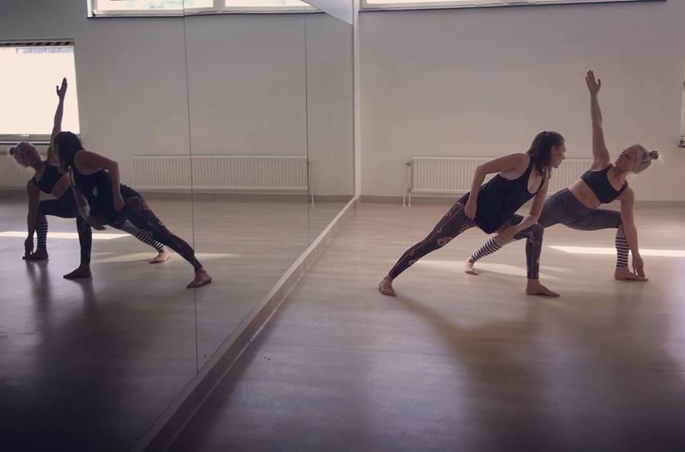 yin-yoga-teacher-training-in-sweden-practice.png
