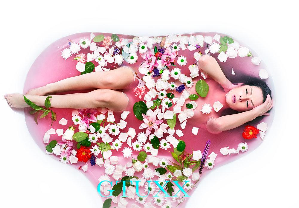 ©GTUXX Red Bath Tub web.jpg