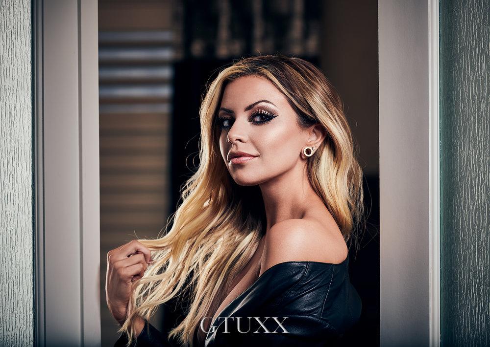 ©GTUXX Bedroom Doorway web.jpg