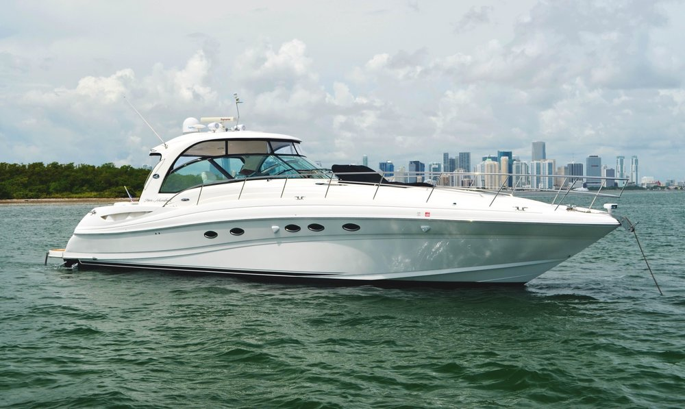 55 ft Sea Ray / 13 guests max<br><b>From $1700</b>