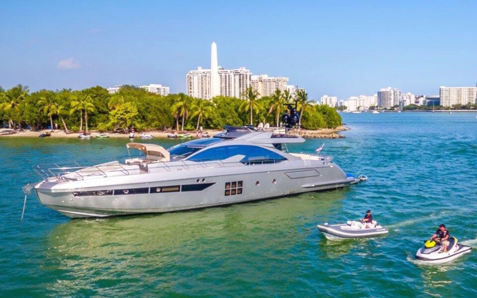 77 ft Azimut | From $4500 | 13 guest max