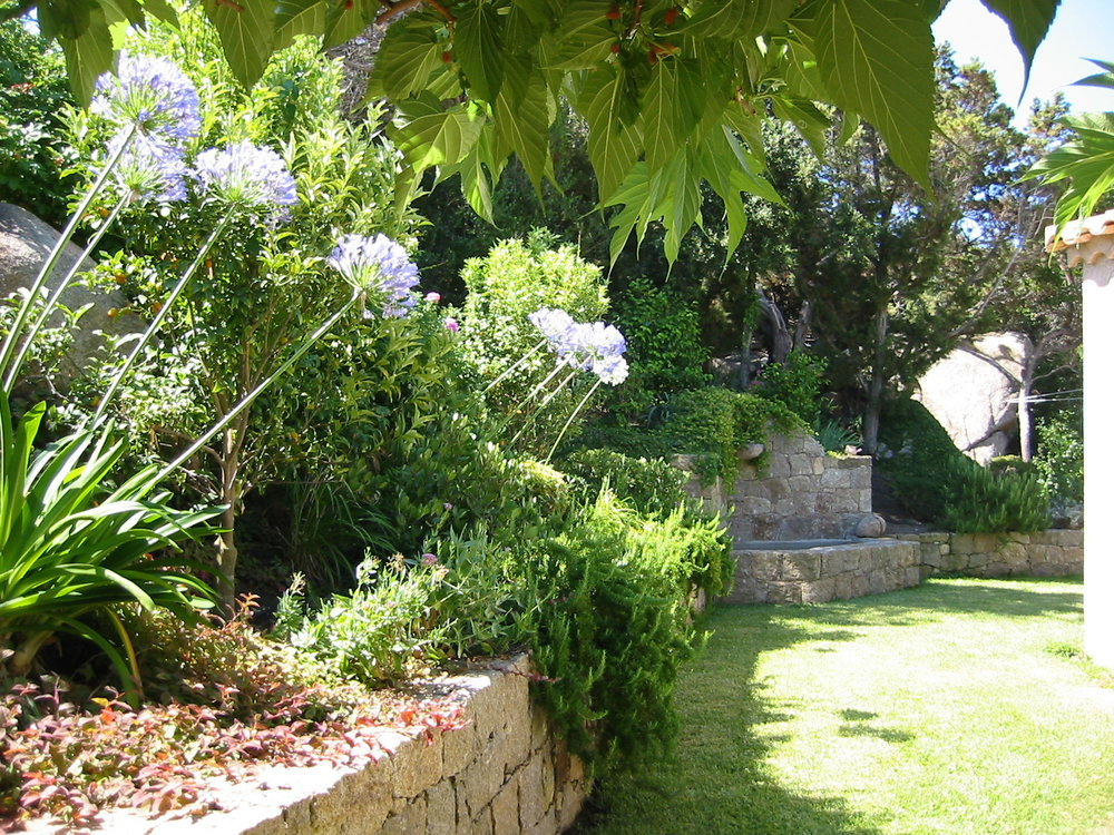 Fontaine et jardin Est