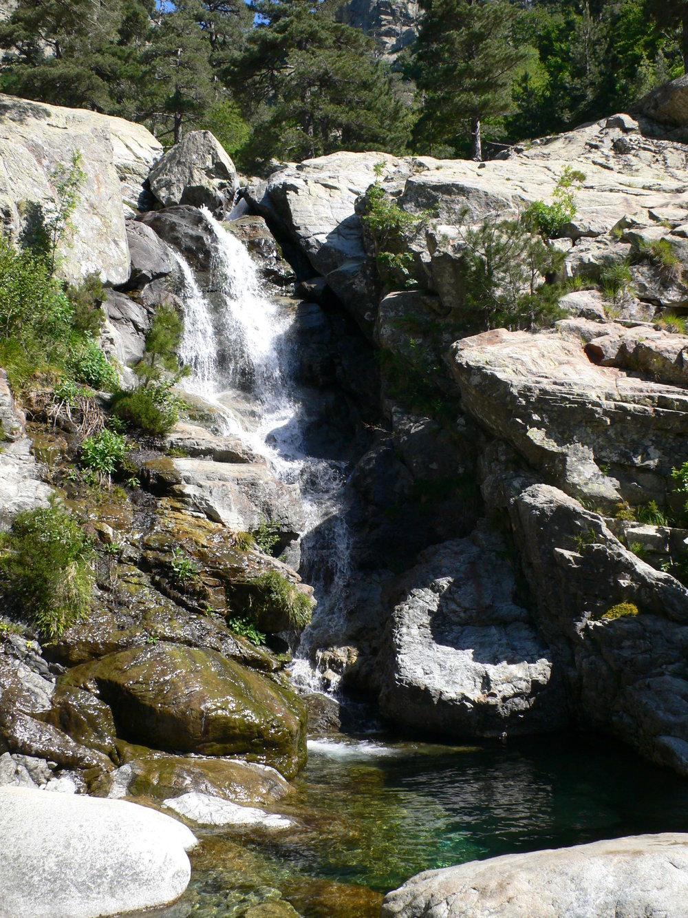 Einer von vielen Wasserfällen