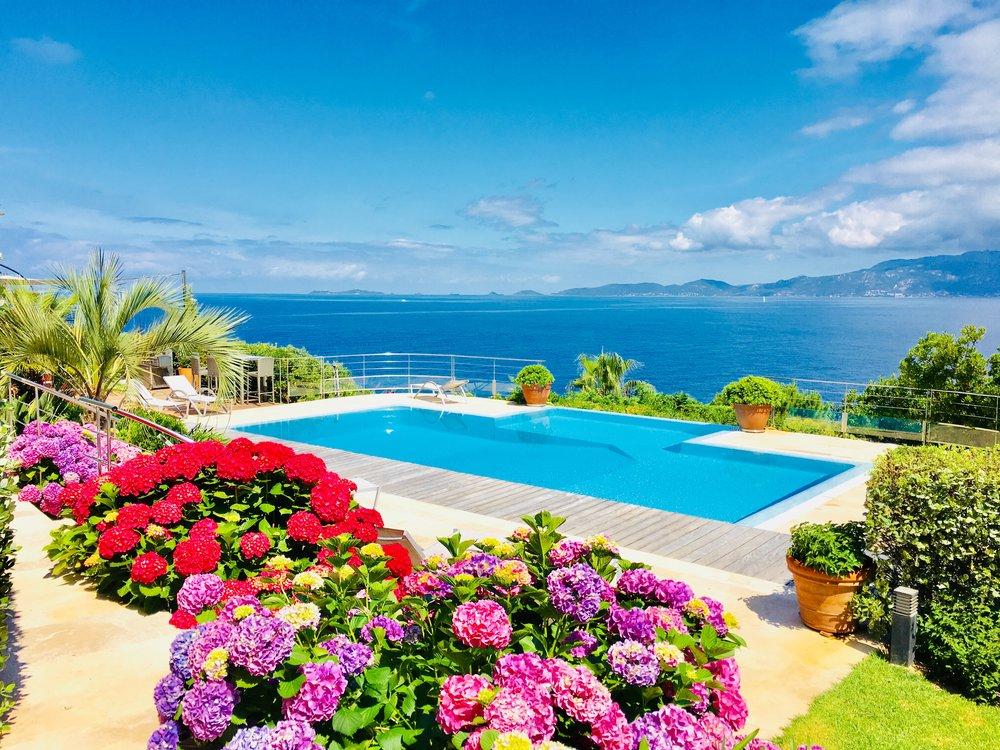 Vue piscine,mer et iles Sanguinaires