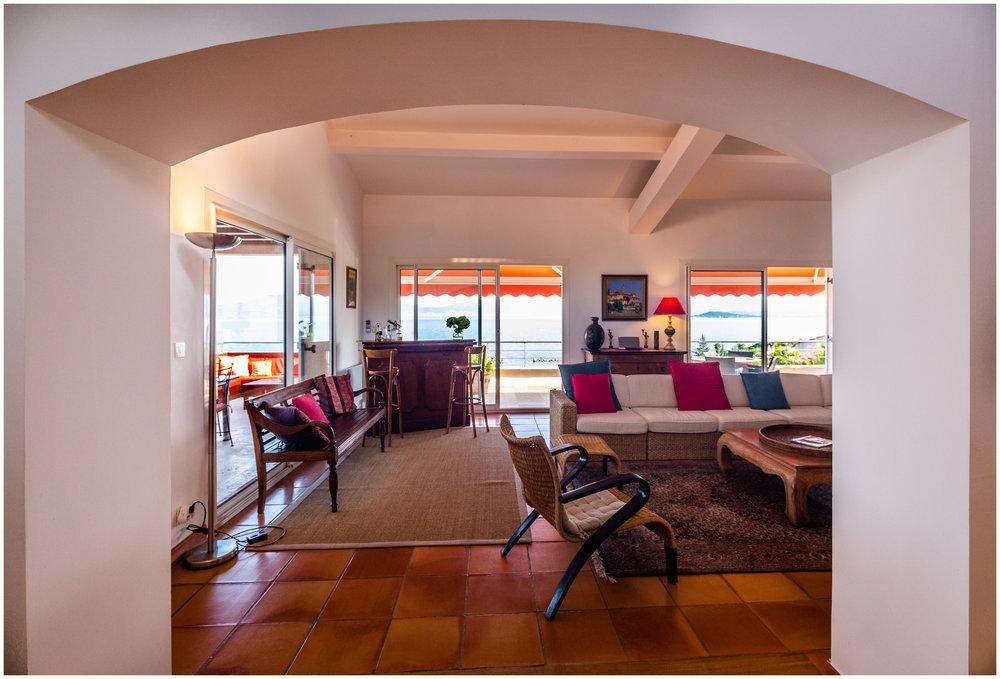 Wohnzimmer und seine Bar