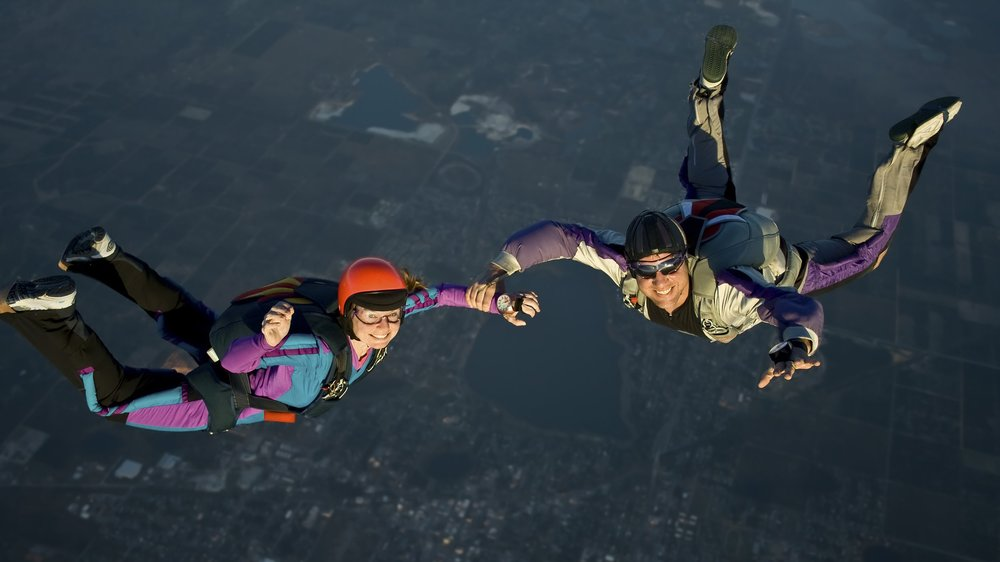 darvier-wedding-proposal-skydive-decoy