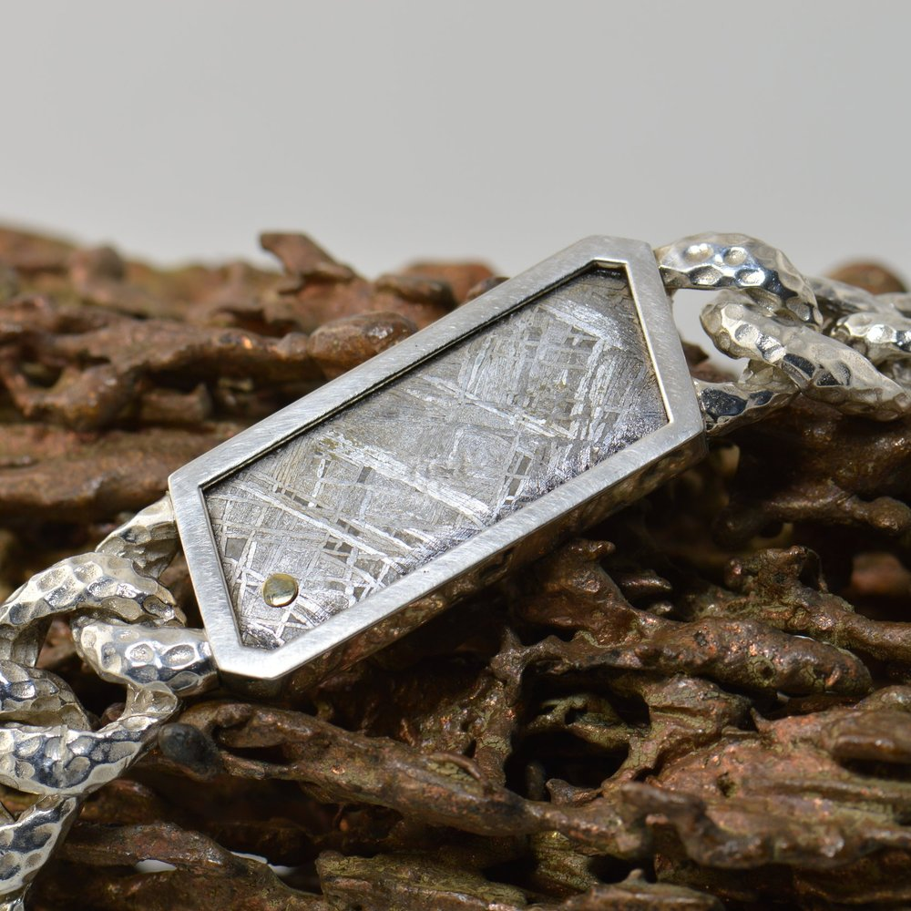 darvier-bracelet-meteorite-18ky-accent.JPG