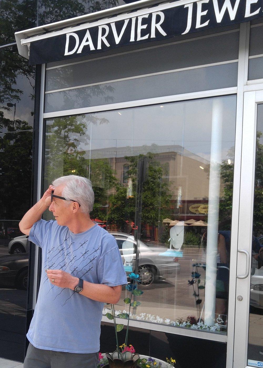 darvier-enchroma-glasses-went-outside.jpg