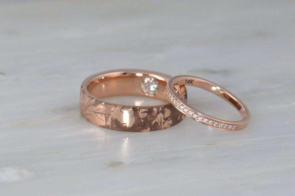 darvier-rose-gold-diamond-secret-engraved-wedding-set.JPG