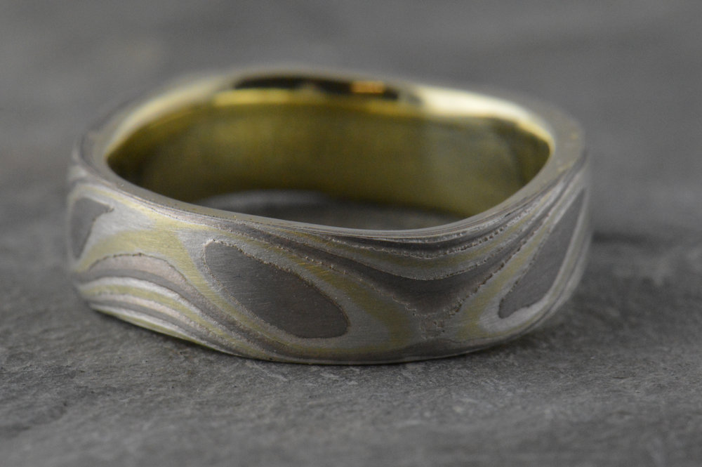 darvier-green-gold-palladium-wavy-wave-pattern-ring.JPG