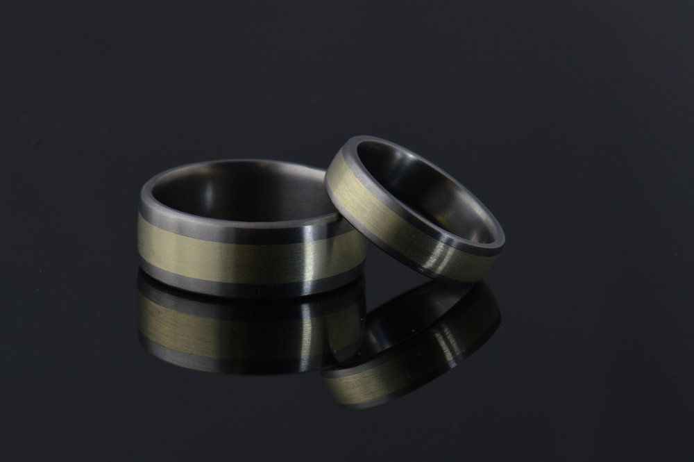 darvier-14k-green-gold-inlay-titanium-ring.JPG