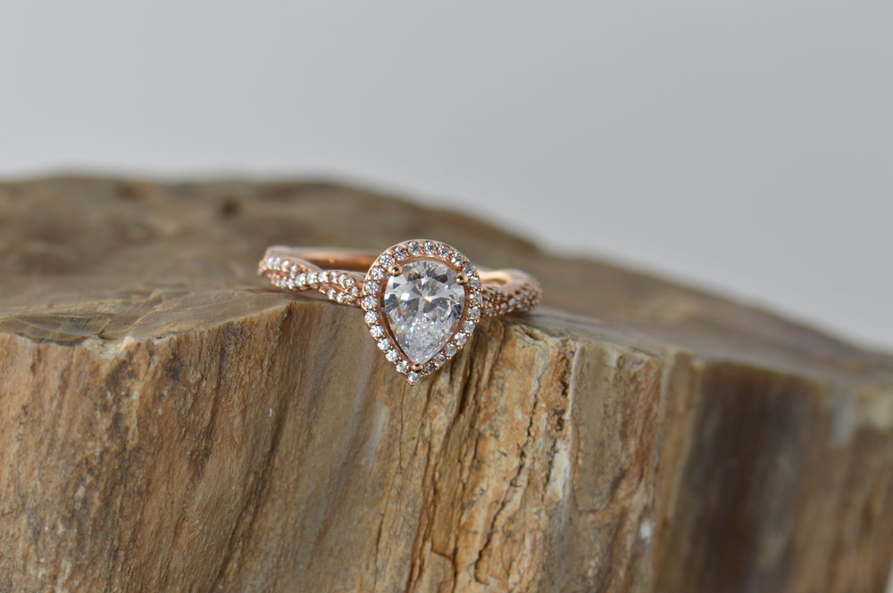 darvier-pear-cut-rose-gold-woven-pave-ring.JPG