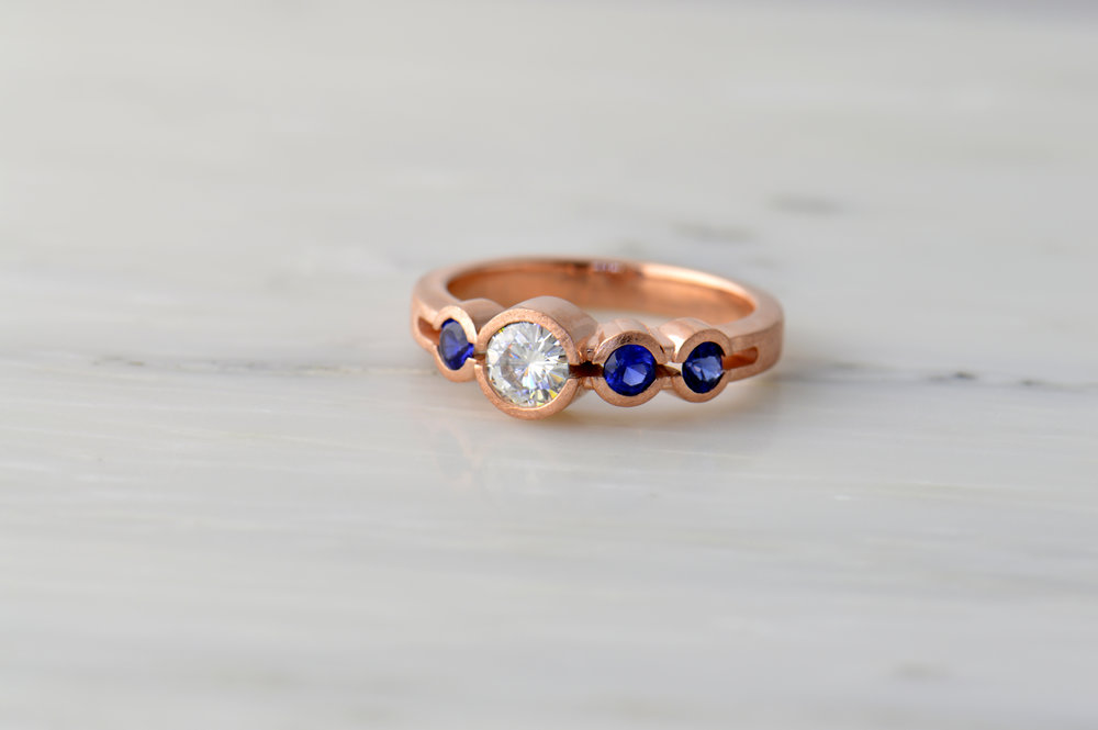 darvier-diamond-sapphire-rose-gold-ice-finish-compono-ring.JPG