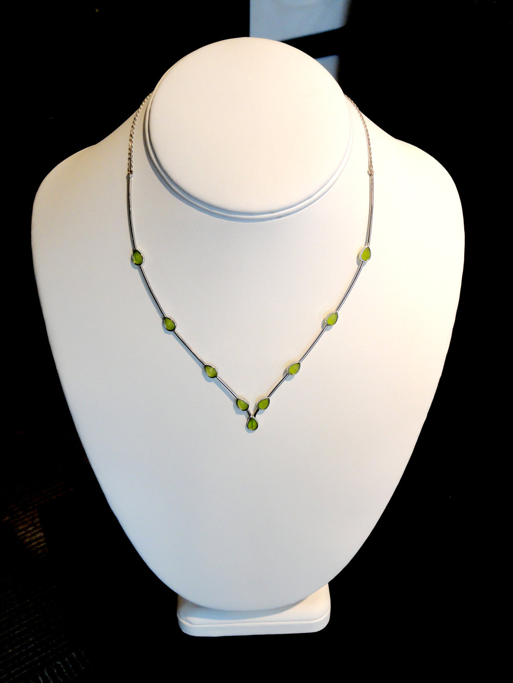 darvier-satin-peridot-dew-drop-necklace.JPG