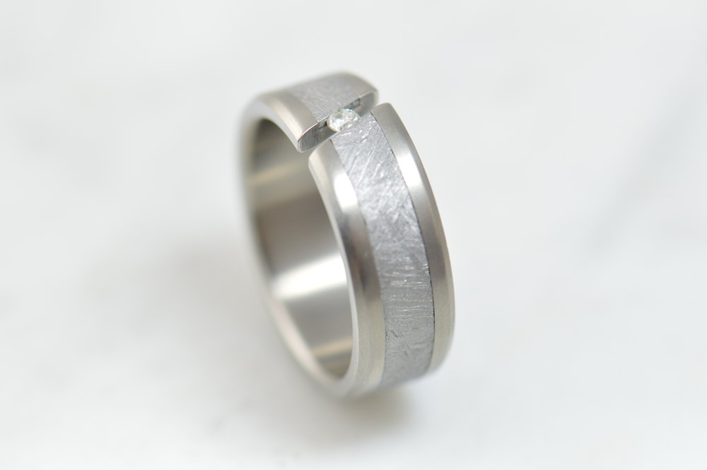 darvier-titanium-meteorite-tension-set-diamond-ring.JPG