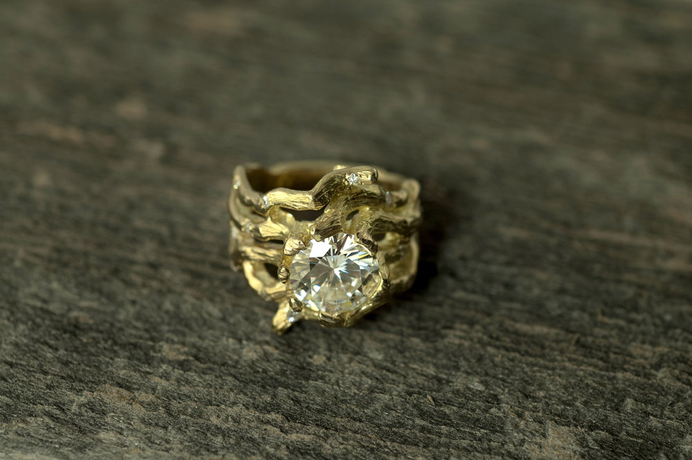 darvier-carved-vine-gold-wedding-band-moissanite.jpg