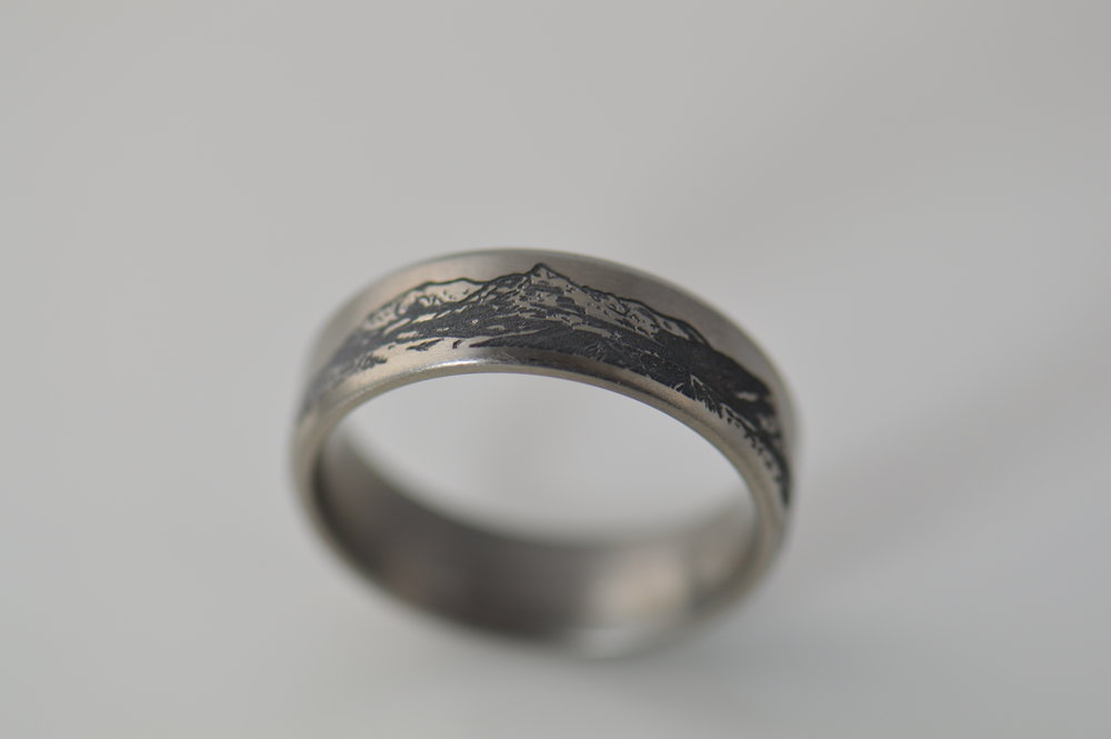 darvier-laser-engraved-mtn-art-ring.JPG
