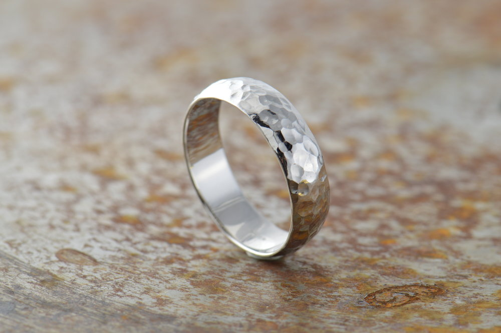 darvier-polished-hammer-finish-platinum-ring.JPG