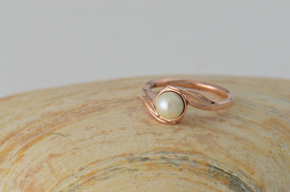 darvier-rose-gold-pearl-leafy-wedding-ring.jpg