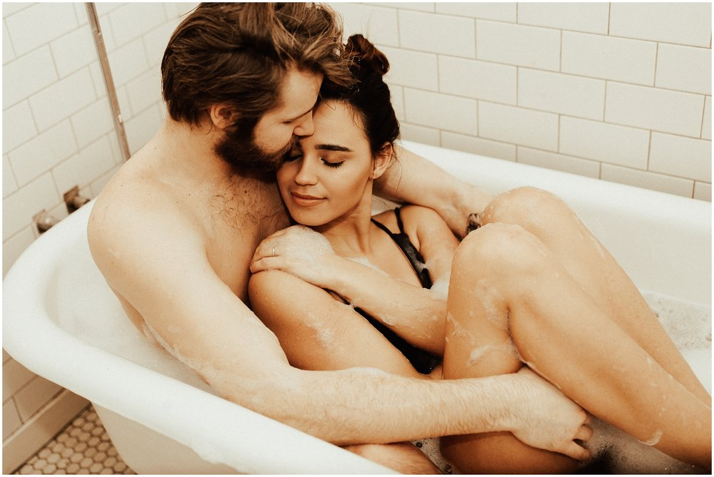 Bathtub | Intimate In Home Couples Photoshoot | Cassie Trottier Photography | Liz Vaugin | Couples Goals |