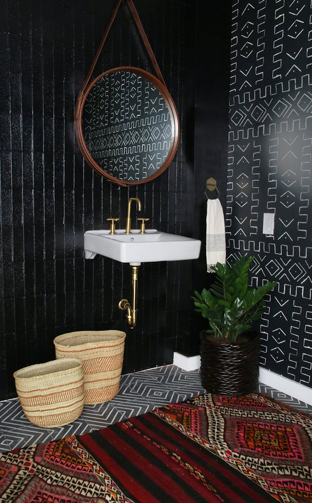 Ok. This is SO good. I'm a sucker for black and white and love the mixed of patterns and textures in this space.    Image and Design Credit: Amber Interiors