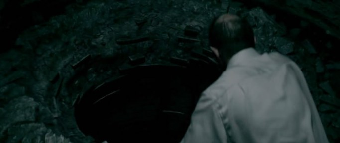 For our final installment of Short and Sweets with the Dead Beats, we all sat down together like a happy little family and watched  AM 1200  (2008). Best known for his cinematography work with David Fincher, David Prior shifts to the director's chair for this creepy Lovecraftian thriller full of blackmail, religious zealots, and a huge gaping maw. Be sure to put some fresh batteries in your flashlight and check your car thermometer as Bonus Content January continues this week on Ex Rated Movies!