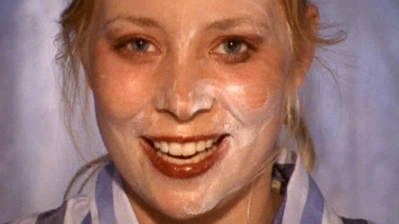 En person som ägnar sig åt hudvård i en tv-serie jag ändå gillar.