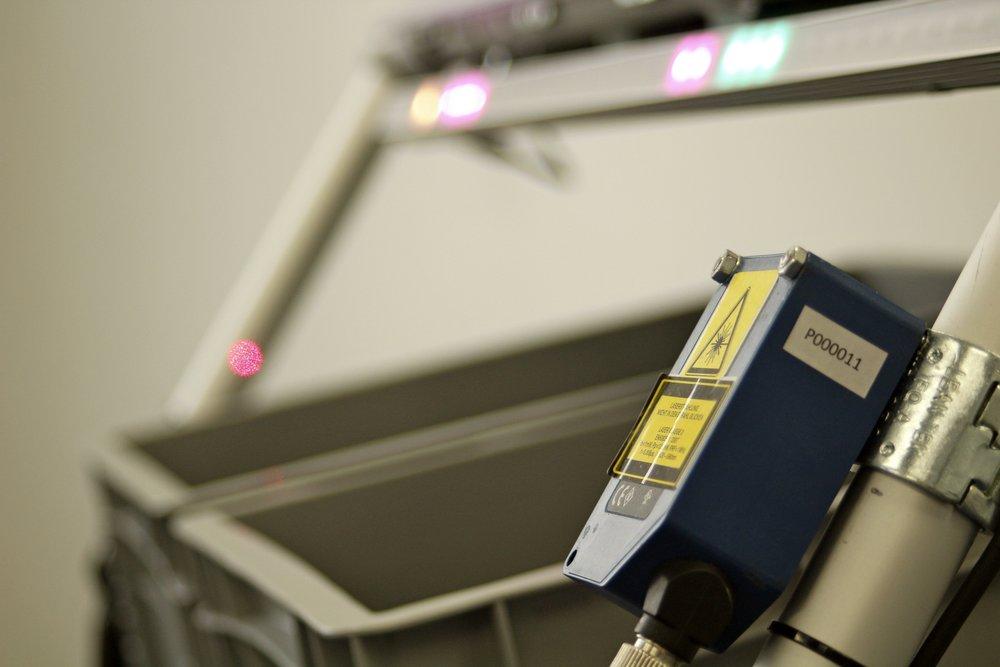 Pick-to-Light neu gedacht! - Beliebige Behälter · Multi-Order-Picking · Automatische Quittierung