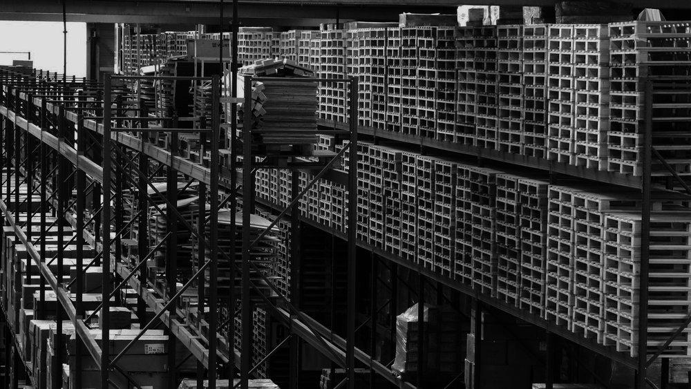 GEFCO - WERK:Bratislava, SlowakeiFUNKTION: Konsignationslager – Buchung von Wareneingang und -ausgang, Bestandsübersicht und Vorbereitung von benötigten LieferungenLEISTUNG: Umschlag von 2.000 Paletten / TagBELEGSCHAFT: 900 Mitarbeiter