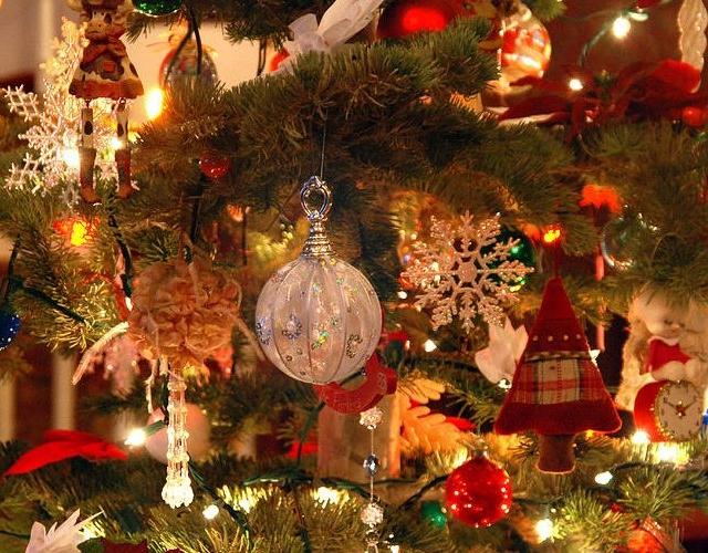 vintage-christmas-tree-melany-sarafis-900x500.jpg