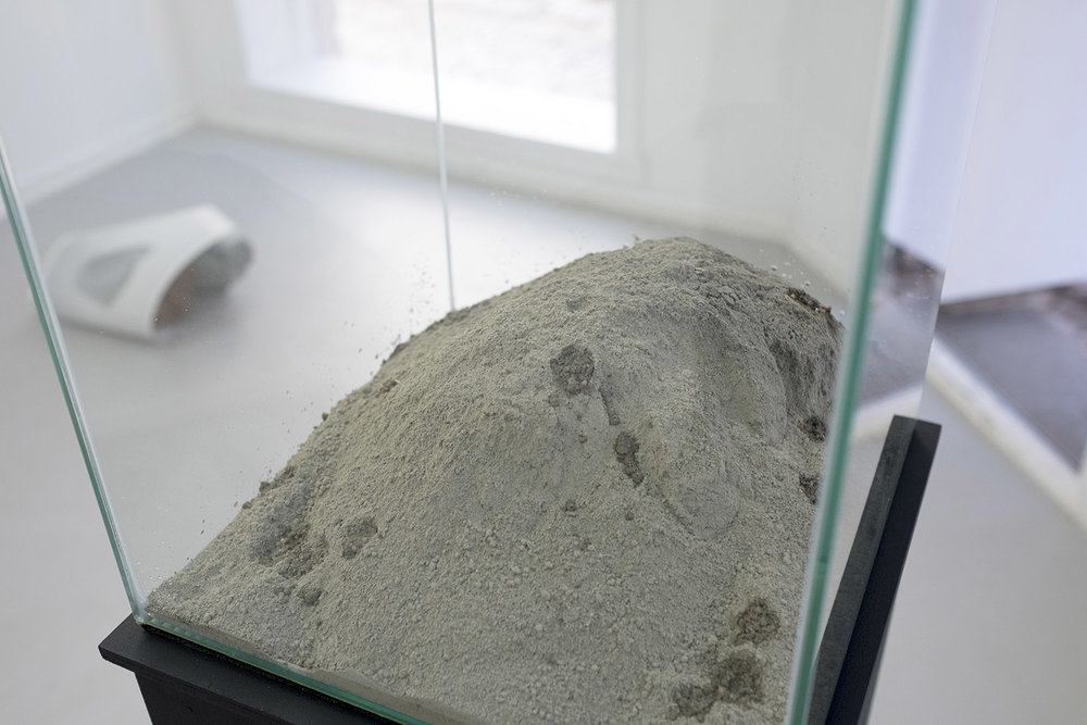Experiment with ice, cement and slag  (2017) Photo: Numi Thorvarsson