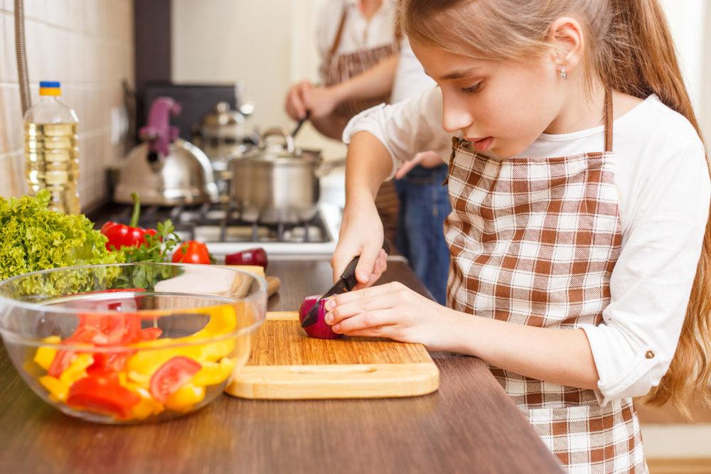 Ateliers culinaires parents-enfants - Un atelier où vous apprendrez avec votre enfant à cuisiner des recettes simples et gourmandes. Venez rencontrer notre nouvelle animatrice Karine, pour qui cuisiner rime avec plaisir et gourmandise!Maximum 8 parents/enfants par atelier Coût: 20 $ (ou forfait de 4 ateliers à 75$) ** Tous les ingrédients peuvent avoir été en contact avec des produits allergènes.Septembre 2018:Octobre 2018 : Bonbons maisons : meilleurs au goût et plus jolis; à déguster presque sans modération! (Halloween) Nouveau!Novembre 2018: J'aime les nouilles / les pâtes à manger : Confection de pâtes fraîches, un jeu d'enfant! Nouveau!Décembre 2018: Cadeaux gourmands / À toi de moi ! : Pour les gens qu'on aime, de la part des enfants sages! Nouveau!