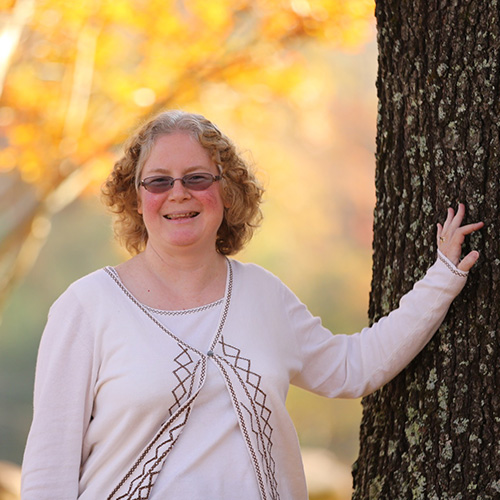 Mary Jo Burke    Latin    ✉︎ mjburke@millerschool.org ☏ 434-823-4805, ext. 219