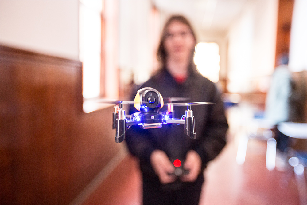DRONE WARS<span>Students design and build their own drone aircrafts.<span>