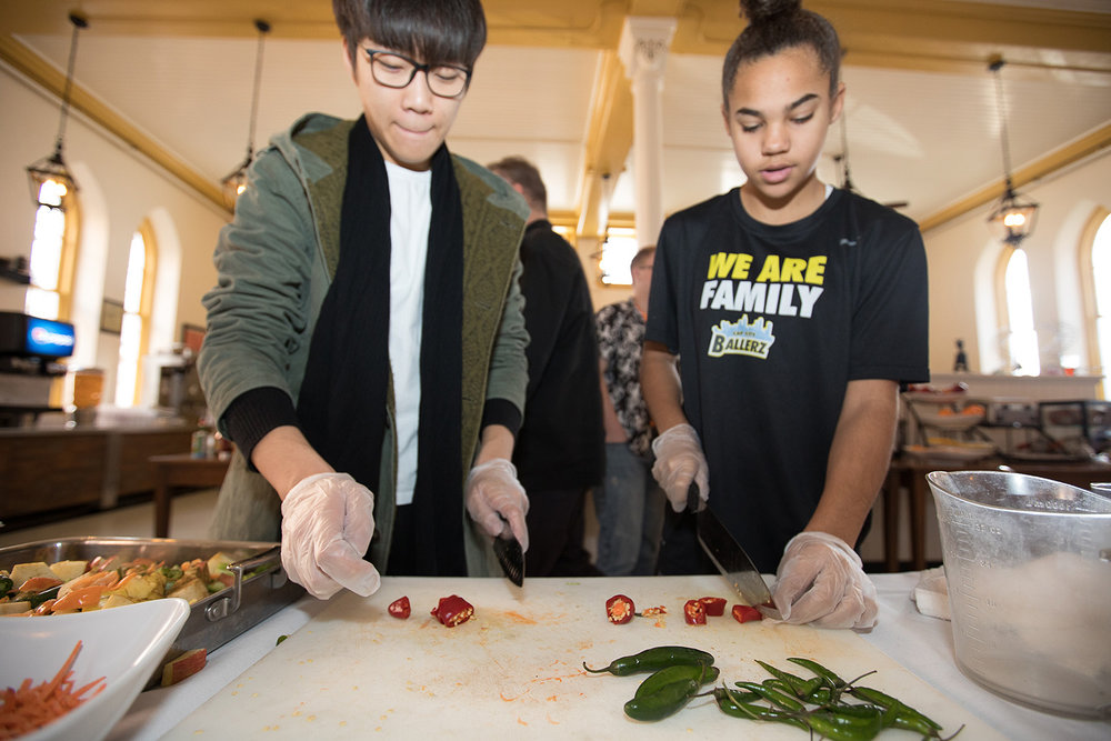 SO HOT RIGHT NOW<span>Students learn the art of making the perfect hot sauce and the science of chili peppers.<span>