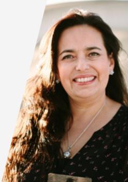 ALEXANDRA OBANDO   Psicóloga, especialista Gestión Humana,Coach Certificada por la Academia Interamericana de Coaching AIAC. Con más de 20 años de experiencia liderando de temas de desarrollo organizacional, competencias y formación.