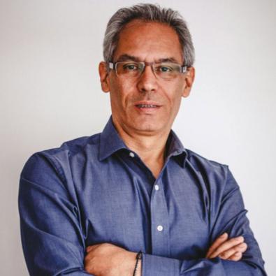 Luis E. Alvarado   Profesional en diseño industrial, especialista en gerencia estratégica con más de 20 años de experiencia en cargos directivos en las áreas de diseño e innovación y consultoría estratégica en el área industrial y organizacional.