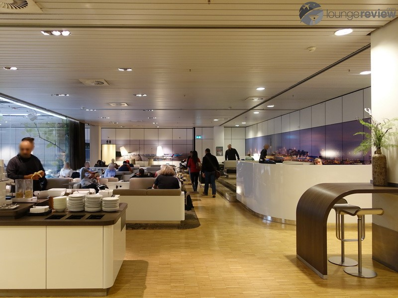 Work to do? - Sky Team lounges as well as several pay-in lounges and an internet center with complementary internet are available