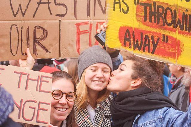 🇫🇷 N'ouliez pas que ce vendredi 15 mars c'est la journée de la marche mondiale contre le réchauffement climatique! L'équipe WAW se rendra à Maastricht pour marcher avec des milliers d'étudiants. On espère vous voir présent et bruyant, où que vous soyez!! Faisons bouger les choses! ⠀⠀⠀⠀⠀⠀⠀⠀⠀ 🇬🇧 Don't forget that this Friday 14th of March is the global climate strike day! The WAW team will be striking in Maastricht with thousands of other students. We hope you will also participate wherever you are !! Let's make our voices heard!