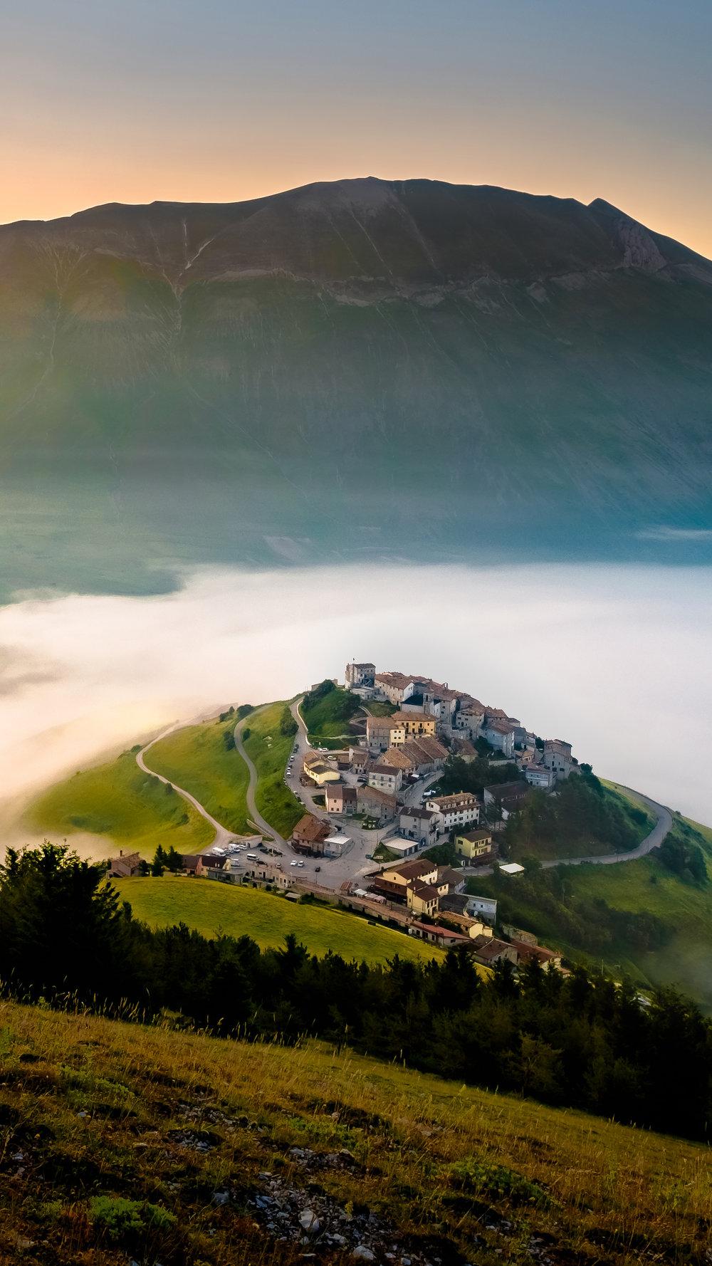 Castelluccio nella Nebbia