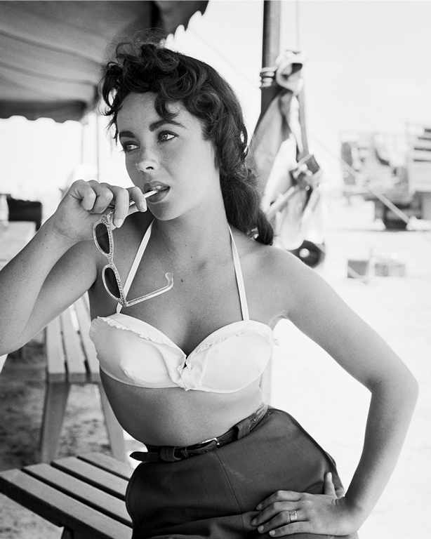 FW0074 Elizabeth Taylor with Sunglasses on Set of Giant 1955.jpg