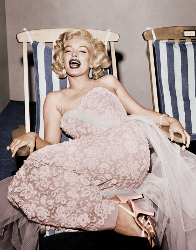 FW0323 Marilyn Monroe in Deckchair 1955_color.jpg