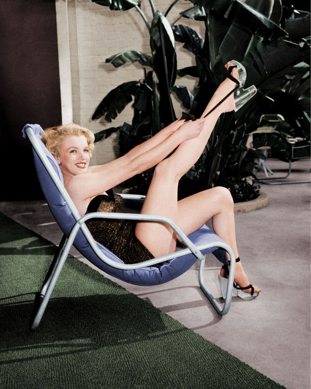 FW0325 Marilyn Monroe in Bathing Suit with Leg Up 1949.jpg